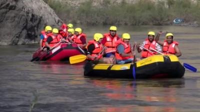 destina -  Tarihi ilçede, Vali ile ile birlikte Arap turistler rafting yaptı