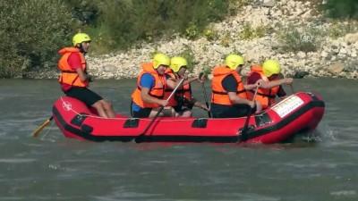 Tarihi Palu ilçesinde rafting heyecanı - ELAZIĞ