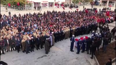 cenaze araci - Şehit Piyade Uzman Onbaşı Sedat Kasap son yolculuğuna uğurlandı (2) - VAN