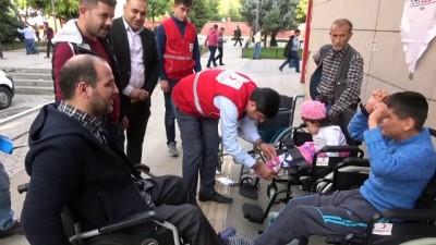 Tekerlekli sandalyelerin dağıtılması - SİİRT