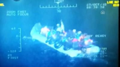 Lastik botları su alan 48 düzensiz göçmen kurtarıldı - İZMİR