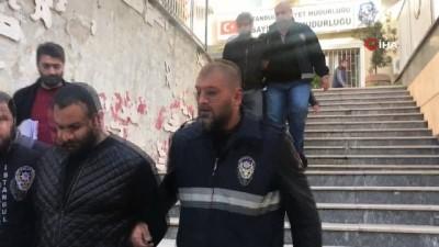 Beyoğlu'nda pencereden oğlunun kavga etiğini gören kadın kurşunların hedefi oldu
