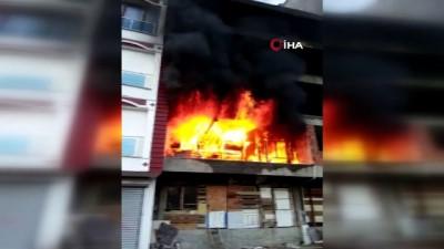 yasli adam -  Boş bina çıkan yangında alev alev yandı