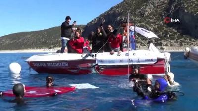 65 metreye tüpsüz dalan Şahika Ercümen 1 dakika 58 saniye ile dünya rekorunu kırdı