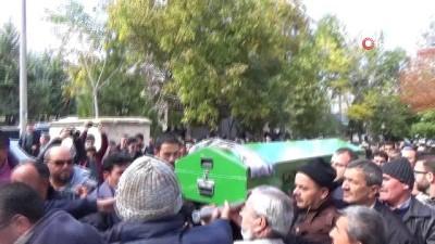 cenaze araci -  Karaman'daki mantar zehirlenmesinde ölü sayısı ikiye çıktı