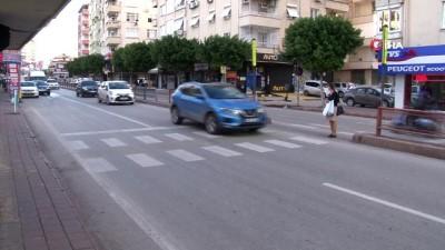 yasli adam -  Yaya yolundan geçen yaşlı adama halk otobüsü böyle çarptı