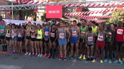 10 kilometrelik yarışı protez bacaklarıyla tamamladı