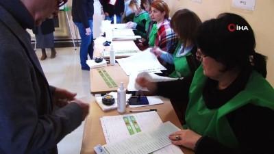 - Gürcistan'da Halk Cumhurbaşkanını Seçmek İçin Sandık Başında