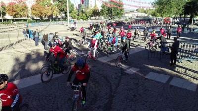 Tahmazoğlu vatandaşlarla Cumhuriyet için pedal çevirdi...Bisiklet tutu havadan böyle görüntülendi
