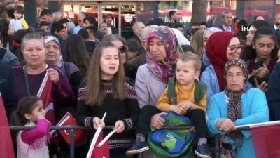Asker sokakları 'Vatan sana canım feda' sloganıyla inletti