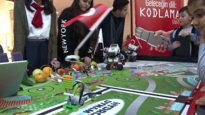 Kodladıkları robotlarla Cumhuriyet Bayramını kutladılar - ELAZIĞ