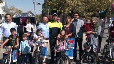 """""""Kırmızı düdük"""" kampanyasında en fazla beğeni alan çocuklar bisikletlerine kavuştu"""