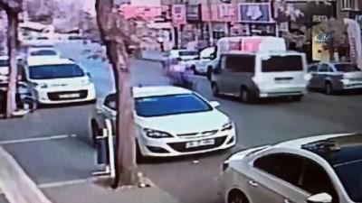 Motosikletlinin minibüse çarpma anı kameralara yansıdı