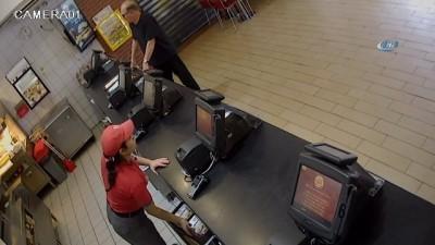 Ukraynalı mühendis cep telefonunu çaldı, yiyecek siparişi verdi...Hırsız kamerada