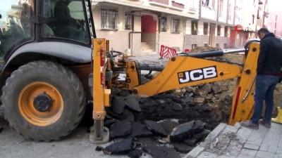 Bağcılar'da altyapı çalışması sırasında doğalgaz borusu patladı