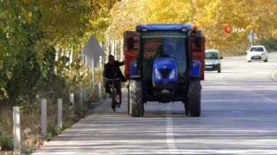 yasli adam -  Bisikletli yaşlı adamın tehlikeli yolculuğu kamerada