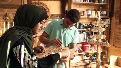 Gazzeli kardeşlerin ahşap tasarımları geçim yolu oldu - GAZZE