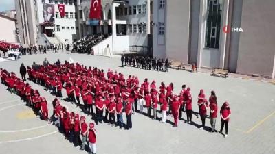 İlkokul öğrencilerinin Atatürk koreografisi havadan görüntülendi