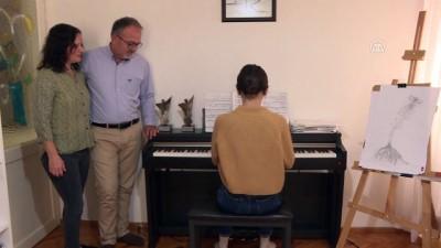 'İşitme engeli'ne piyanoyla meydan okuyor - İZMİR