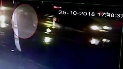 Kaza güvenlik kamerasında... 'Hem çarptı hem de fırçaladı'