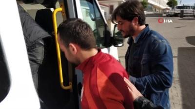 Takip edilen otomobilden atılan poşetten Kalaşnikof tüfek ve uyuşturucu çıktı