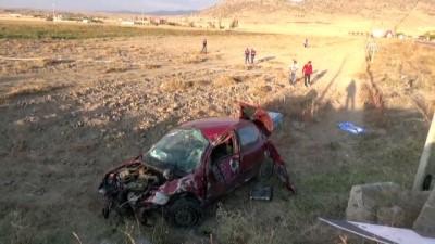 ticari arac - Aksaray'da hafif ticari araçla otomobil çarpıştı: 1 ölü, 5 yaralı (2)