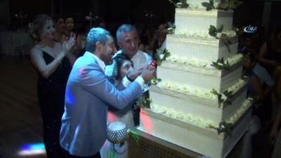 kinali -  Doğuştan engelli Berna'ya damatsız düğün