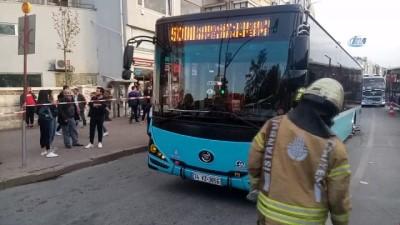Kadıköy'de yol çöktü, özel halk otobüsünün tekeri içine düştü