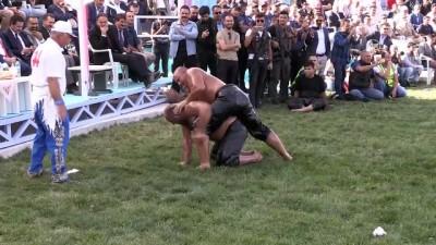 'Kırkpınar'dan Gürpınar'a Ulusal Yağlı Güreş Festivali'' - Başpehlivan Balaban oldu - VAN