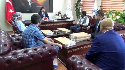 Milli Eğitim Bakanı Ziya Selçuk, söz verdiği bilgisayarları gönderdi