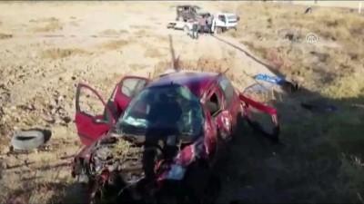 ticari arac - Aksaray'da hafif ticari araçla otomobil çarpıştı: 1 ölü, 5 yaralı