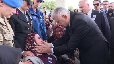 TBMM Başkanı Yıldırım, şehit Uzman Çavuş Özgür Can İnce'nin cenazesine katıldı