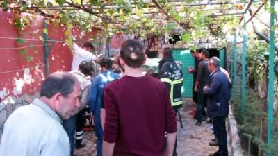 saglik ekibi - Sandıklı'da bir evin bahçesinde patlama - AFYONKARAHİSAR