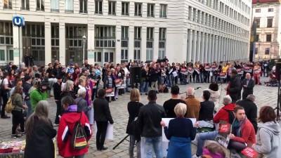Avusturya'da 'Afgan göçmenler sınır dışı edilmesin' gösterisi - VİYANA