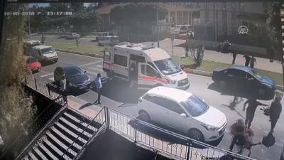 Otomobil yayalara çarptı: 3 yaralı - ANTALYA