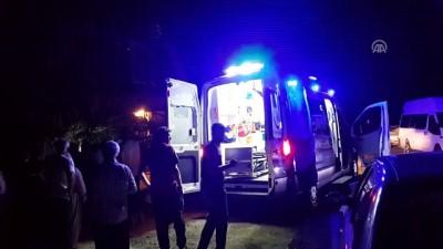 Otomobil yol ortasında duran traktöre çarptı: 3 yaralı - OSMANİYE