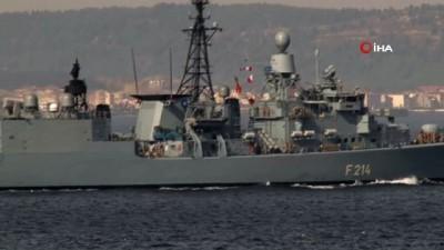 Alman savaş gemisi boğazdan geçti