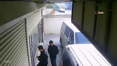 İş yeri çalışanlarının durduramadığı hırsızları elektronik kepenk durdurdu...O anlar kamerada