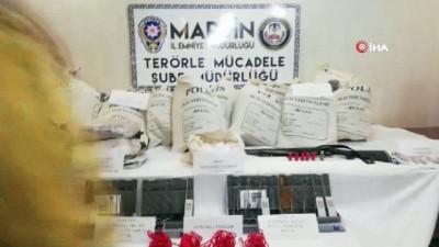 Mardin'de polis ekipleri tarafından bomba yüklü bir araç ile birlikte 3 terörist sağ olarak yakalandı. Ele geçirilen araç ve teröristlerle ilgili geniş kapsamlı çalışma başlatıldı.