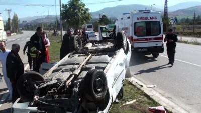 Otomobil devrildi: 2 yaralı - TOKAT