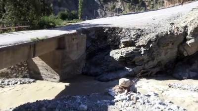 Sağanak nedeniyle köprüler, sulama kanalları, içme suyu hatları hasar gördü - BİTLİS
