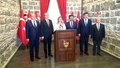 is insanlari -  Ticaret Bakanı Ruhsar Pekcan Diyarbakır'da
