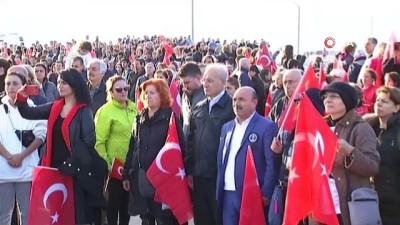 Dalgıçlar dev Atatürk'ün Gözleri tablosunu denizden çıkardı