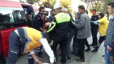 Minibüs ticari araca çarptı: 4 yaralı