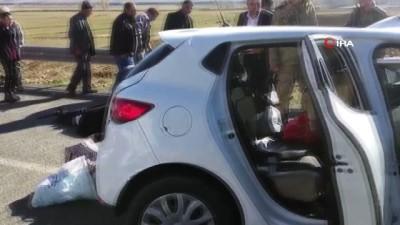 trafik kazasi -  Otomobil ters şeride giren tırla çarpıştı: 3 ölü