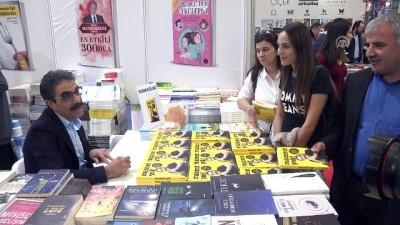 Dr. Şaban Kızıldağ İstanbul Kitap Fuarı'nda okurlarıyla buluştu - İSTANBUL