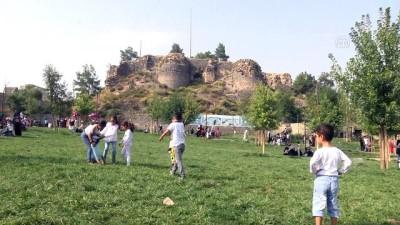 Diyarbakır'ın 'kalbi'nde su kanalı ve tünel bulundu (2) - Drone