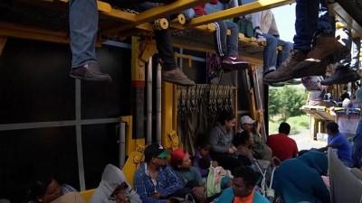 sili - ABD sınırına ulaşmaya çalışan göçmenlerin bir kısmı Meksiko City'ye vardı
