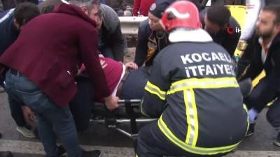 saglik ekipleri -  Aralarında halk otobüsünün de olduğu araçlar birbirine girdi: 8 yaralı
