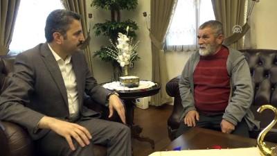 Belediye Başkanı Eroğlu, bulduğu altınları polise veren hurdacıyı kabul etti - TOKAT